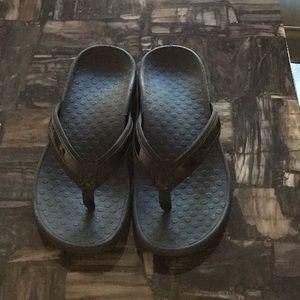 Black Vionic Patent Leather Thong Sandals